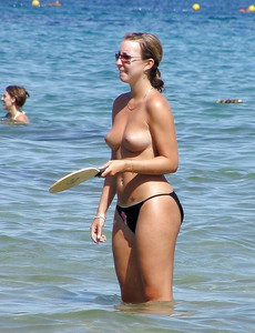 Some voyeur pics on a nudist beach. Beauty girls..
