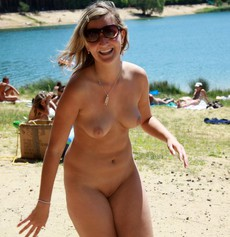 Fame nudist and exhibs posing on the rest