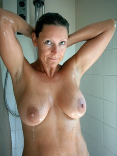 Amateur and casual photos with naked mature..