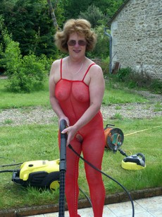 Busty mature housewife works in the kaleyard..