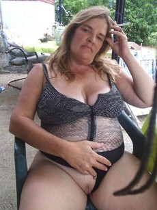Naked and beautiful mom, amateur pics