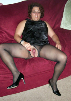 Plump MILF in black torn stockings and nude twat