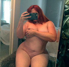Sexy BBW girls show nude selfshot pictures
