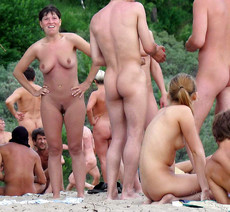 Milf nudist, voyeur beach pussy and cock photo..