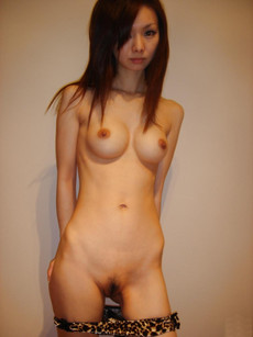 Cute asian girl homebody posing nude for hot..