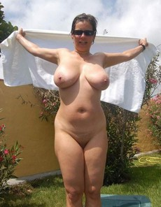 Busty grannies and matures nude picture collection